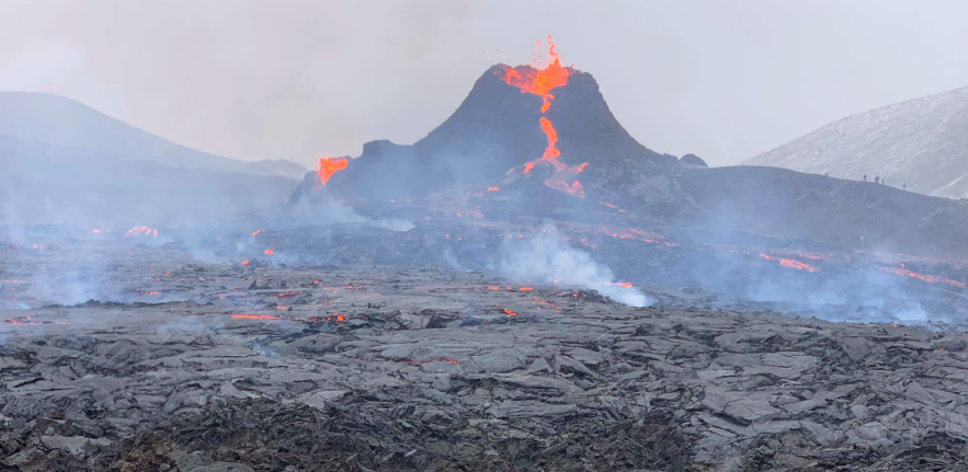 Image of lava flowing out of the Reykjanes volcano, Iceland