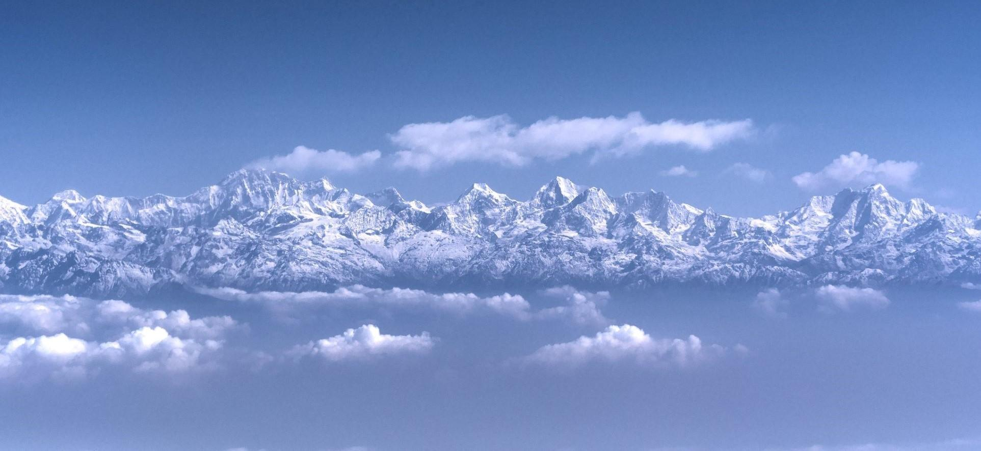 Image of the Himalayan mountains above the clouds